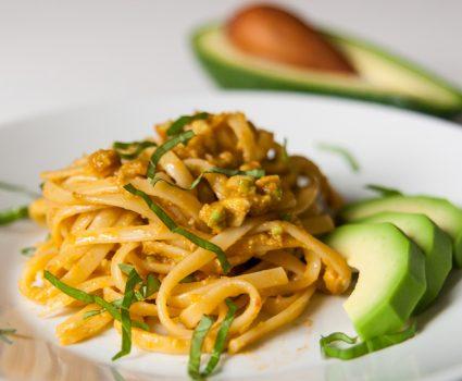 Avokadovi paradižnikovi špageti