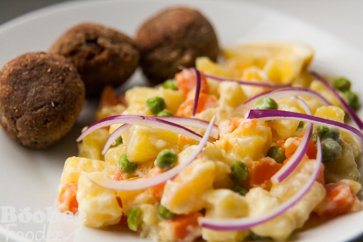 Ribje kroglice in lahka krompirjeva solata