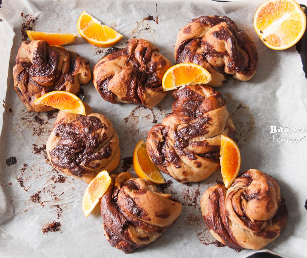 Švedske rožice s pomarančno čokolado