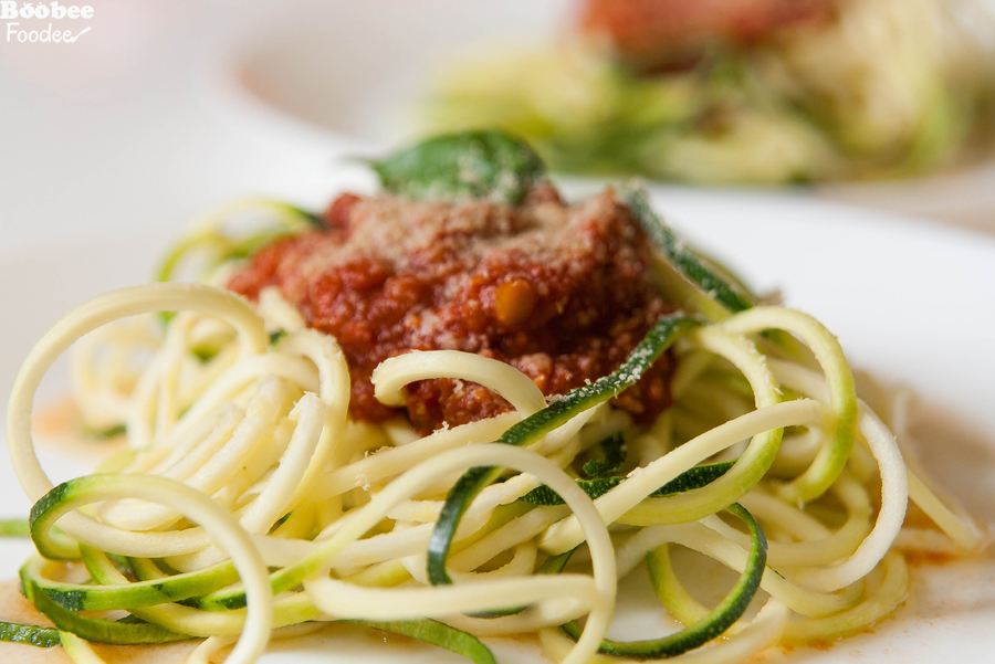 Bučkini špageti s paradižnikovo omako