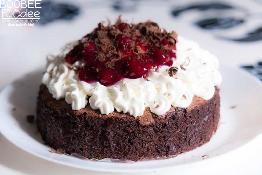 Višnjeva čokoladna torta (brez glutena)