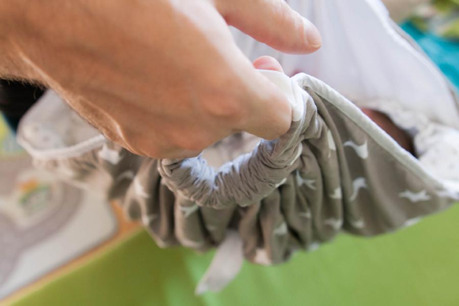 Snuggleodejica – nosilna odejica za dojenčka