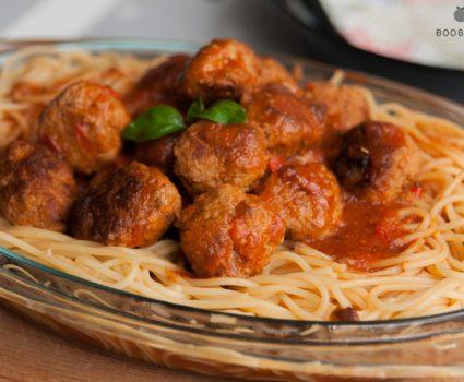 Mesno-cvetačne kroglice s špageti